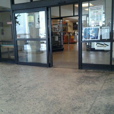 Photo taken at McCully-Mōʻiliʻili Public Library by Nikki G. on 2/29/2012