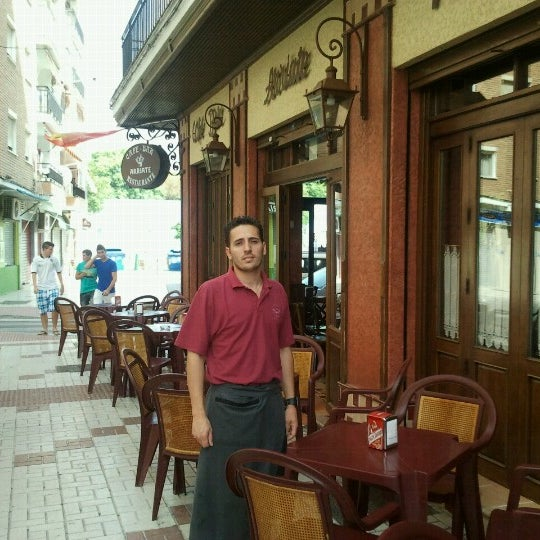 Foto tomada en Café Bar Arriate por Manolo L. el 7/13/2012