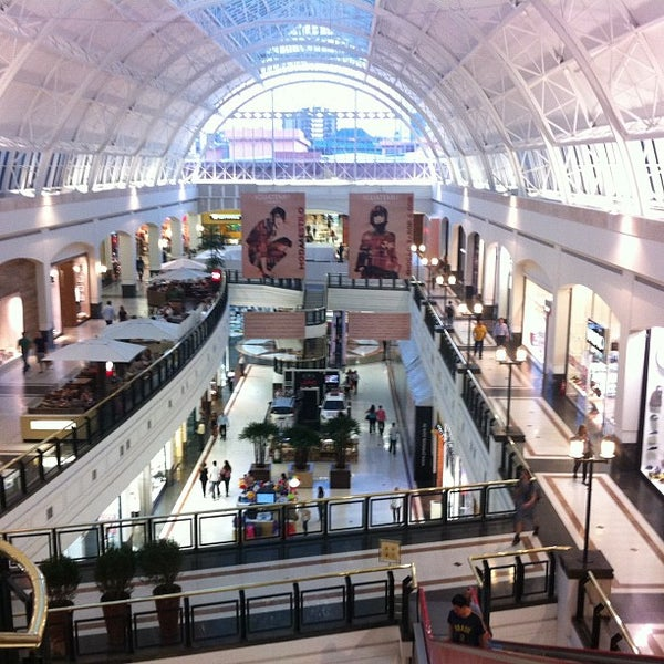 Photo taken at Shopping Iguatemi by Cid T. on 8/21/2012