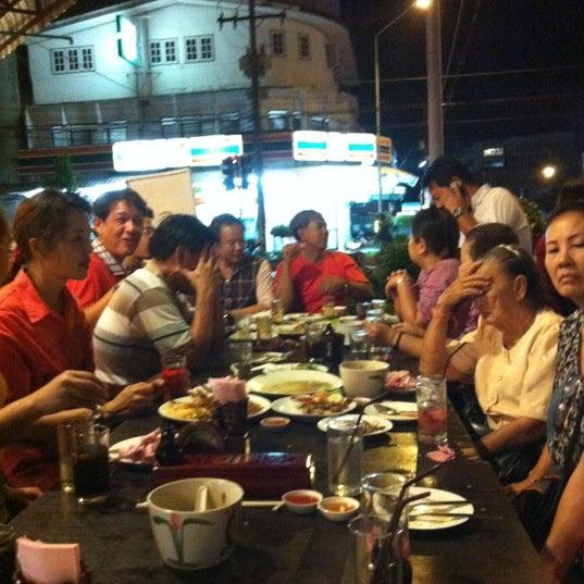 Photo taken at ร้านอาหารเยาวราช by Conankung on 4/22/2012