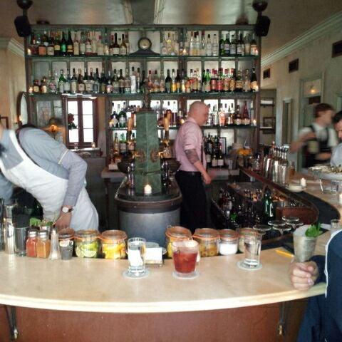 Foto tomada en Maison Premiere por Joey &. el 3/27/2012