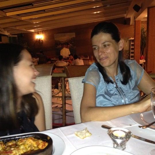 7/28/2012 tarihinde Can Ö.ziyaretçi tarafından Akıntı Burnu Restaurant'de çekilen fotoğraf