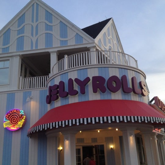 Photo taken at Jellyrolls by Pam D. on 8/1/2012
