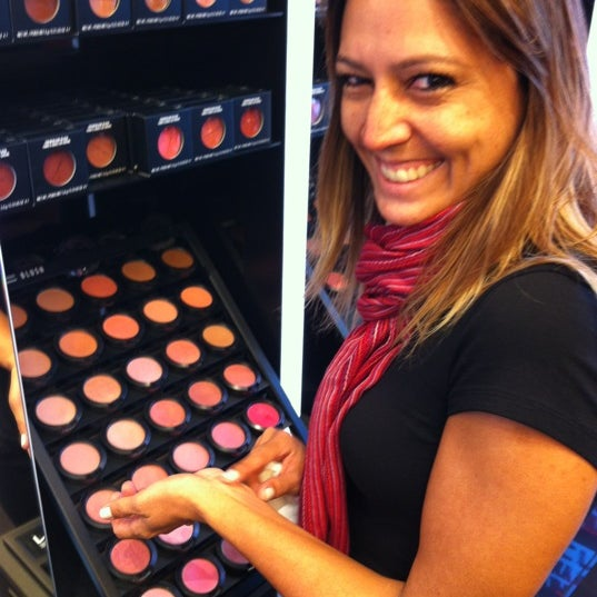 Photo taken at MAC Cosmetics by Vinicius S. on 4/9/2012