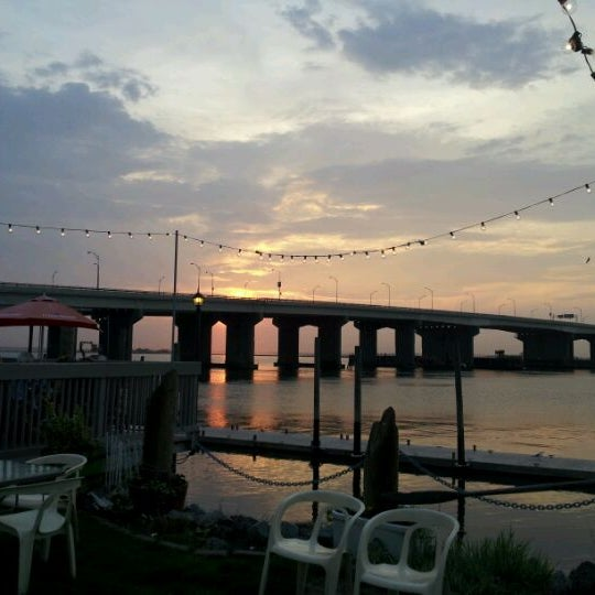 Bungalow Bar And Restaurant: 377 Beach 92nd St