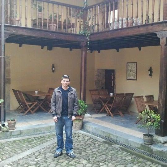 Foto tomada en Castillo de Valdés Salas por Abraham G. el 3/30/2012