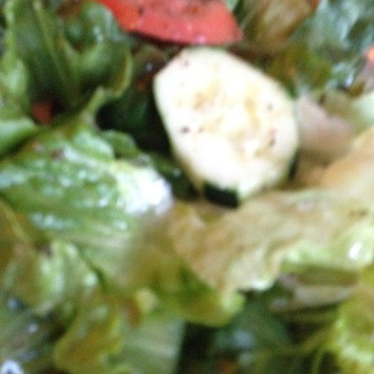 รูปภาพถ่ายที่ Sahara Restaurant โดย Jake S. เมื่อ 5/11/2012