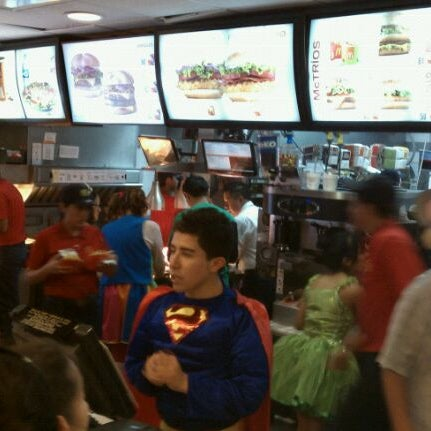 Photo taken at McDonald's by PEPE S. on 4/30/2012