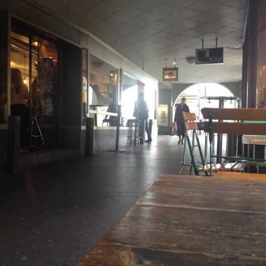 Das Foto wurde bei Adriano's Bar & Café von Alain M. am 5/5/2012 aufgenommen