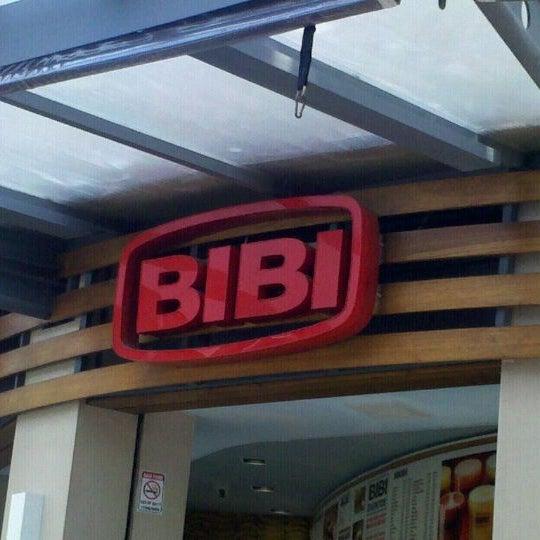 Photo taken at Bibi Sucos by Aline C. on 2/22/2012