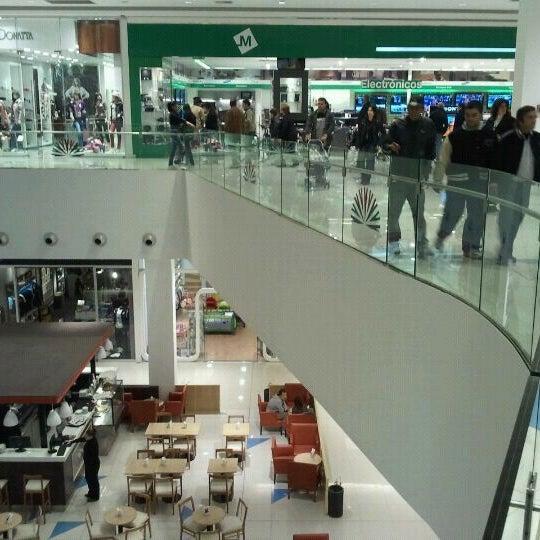 รูปภาพถ่ายที่ Costa Urbana Shopping โดย Gonza เมื่อ 4/29/2012