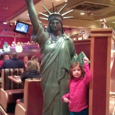 Photo taken at Red Robin Gourmet Burgers by Donna L. on 2/2/2012