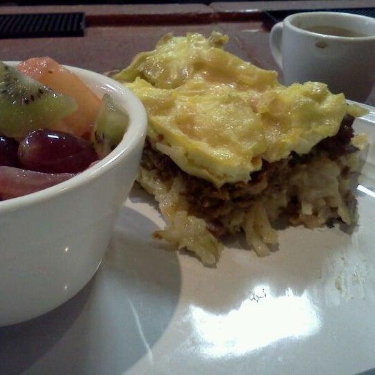 Foto tirada no(a) Crestwood Coffee Co. por Michael em 4/28/2012