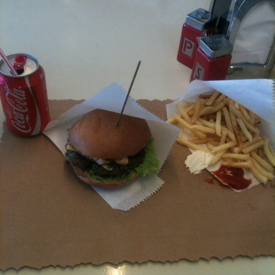 Photo taken at Biber Burger by Mert Ş. on 6/9/2012