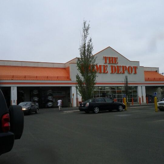 Photo taken at The Home Depot by Estefânia A. on 5/17/2012