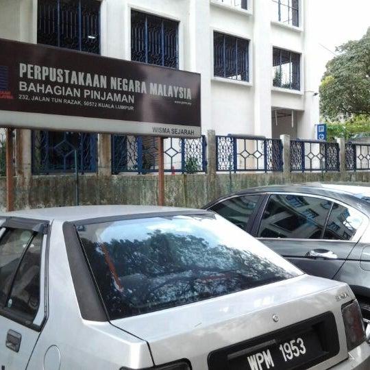 Photo taken at National Library (Perpustakaan Negara) by Eyesyah H. on 4/1/2012