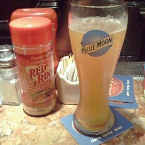 Photo taken at Red Robin Gourmet Burgers by Brian H. on 7/7/2012