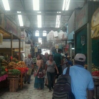 Foto diambil di Mercado Pino Suarez oleh Victor Manuel C. pada 7/24/2012