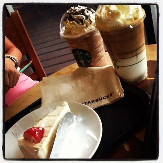 Photo taken at Starbucks by @Jar_Deerana on 6/21/2012