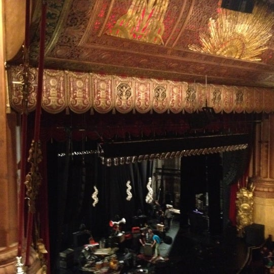 รูปภาพถ่ายที่ Beacon Theatre โดย Ariel M. เมื่อ 5/6/2012