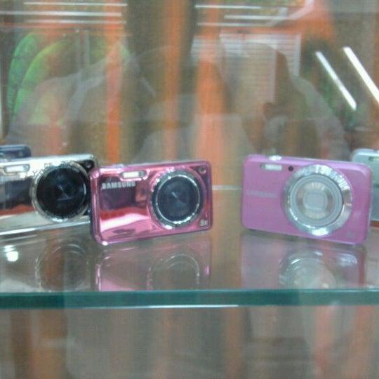 Photo taken at Safari Computadores by Edward R. on 3/27/2012