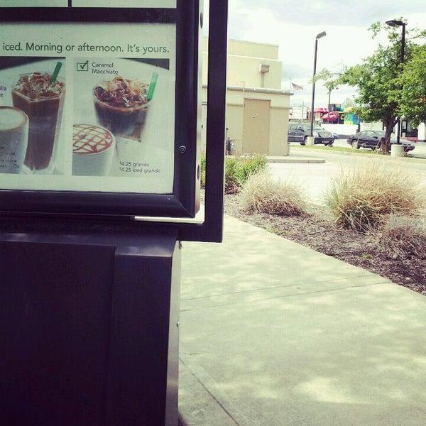 Photo taken at Starbucks by Mika ♥. on 4/17/2012
