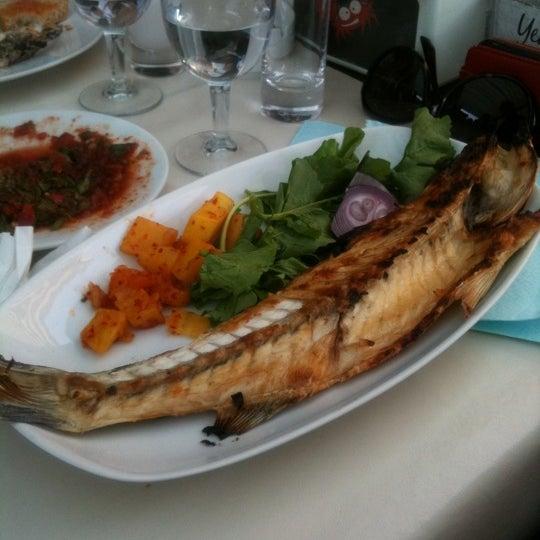 5/13/2012 tarihinde Cüneyt H.ziyaretçi tarafından Yengeç Restaurant'de çekilen fotoğraf