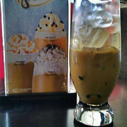 Photo taken at Highlands Coffee by Xuan A. on 5/20/2012