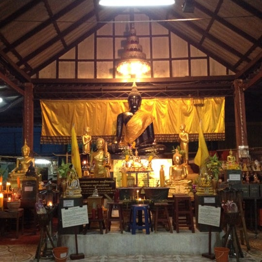 Photo taken at วัดหิรัญรูจีวรวิหาร (วัดน้อย) Wat Hiran Ruchi Worawihan (Wat Noi) by Nuum P. on 3/7/2012