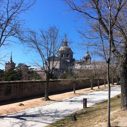 Photo taken at Monasterio de San Lorenzo de El Escorial by Enrique M. on 3/14/2012