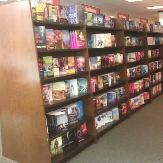 Photo taken at Barnes & Noble by Julio G. on 8/21/2012