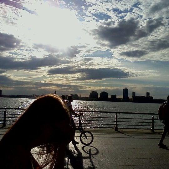 Das Foto wurde bei Hudson River Park von Phil C. am 4/17/2012 aufgenommen