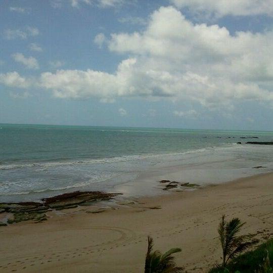 Foto tirada no(a) Praia Mirante da Sereia por Ana L. em 2/9/2012