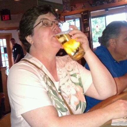 Photo taken at Applebee's Neighborhood Grill & Bar by Barbara F. on 7/12/2012