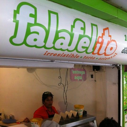 Foto tomada en Falafelito por Jose A. el 5/20/2012
