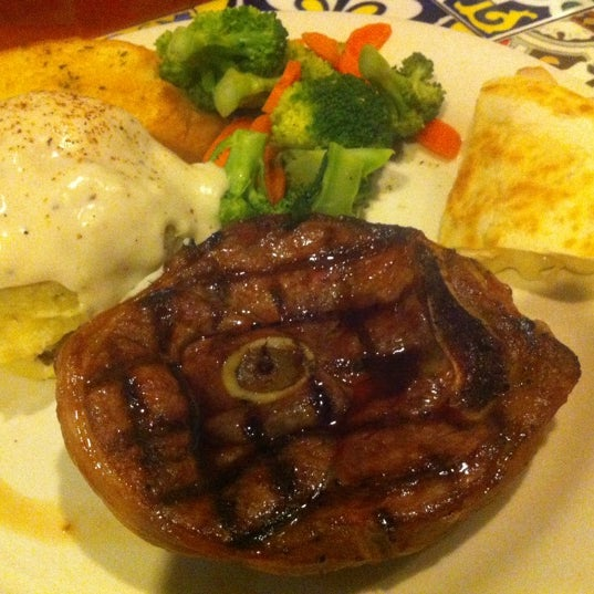 Photo taken at Chili's Grill & Bar Restaurant by Richard C. on 7/9/2012
