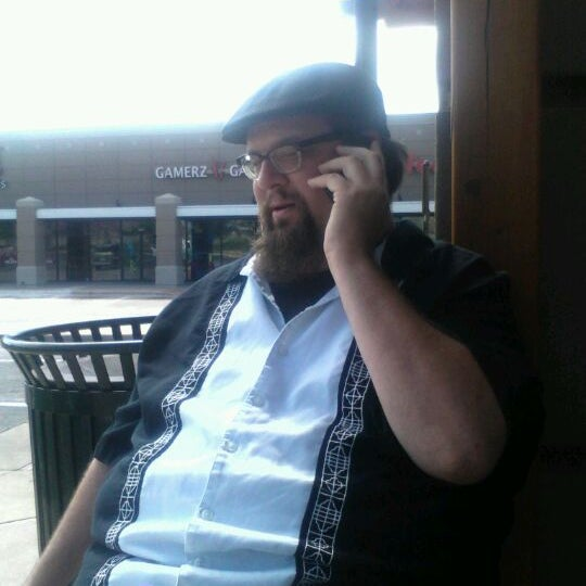 Photo taken at The Coffee Bean & Tea Leaf by Aden P. on 5/28/2012