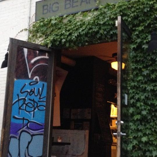 Foto tirada no(a) Big Bear Cafe por Cassondra T. em 5/14/2012