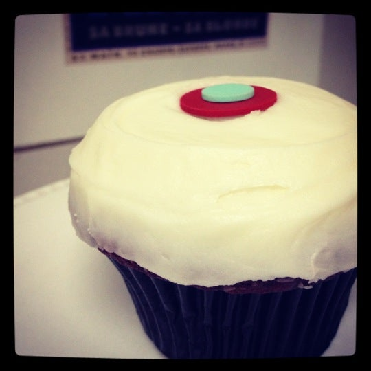Photo taken at Sprinkles Cupcakes by Shanen on 5/16/2012