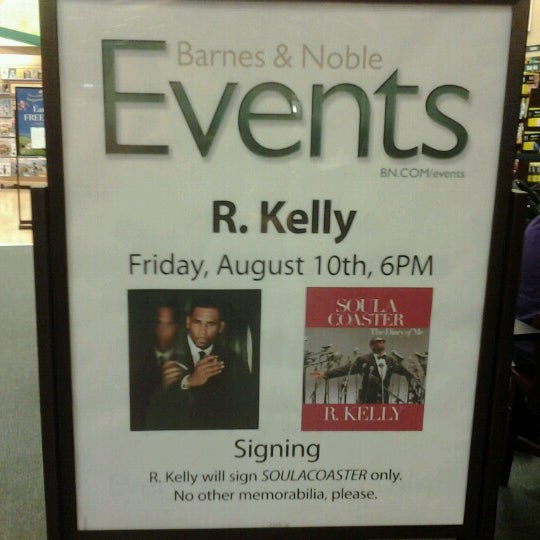 Photo taken at Barnes & Noble by Rina H. on 8/3/2012
