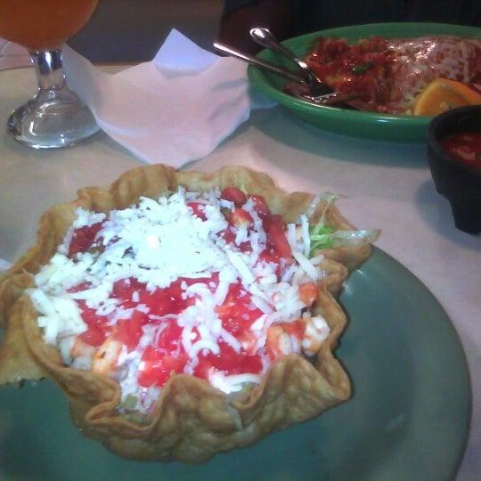 Foto tomada en Fiesta Martin Mexican Grill por Kristi C. el 7/28/2012