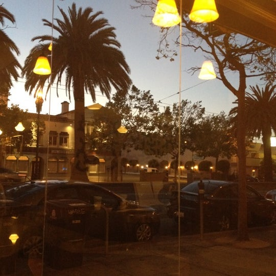 Photo taken at Peet's Coffee & Tea by Robert W. on 5/23/2012