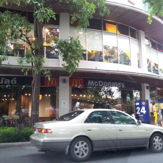 Photo taken at Starbucks by .Anat J. on 6/30/2012