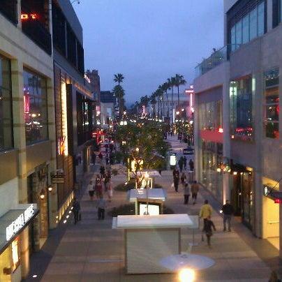 Santa Monica Place Shopping Mall In Downtown Santa Monica