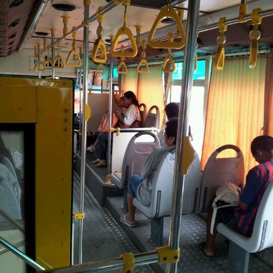 คนขับ-กระเป๋ารถเมล์ สาย 151 กับ สาย 27 เปิดศึกกลางถนน เหตุแย่งผู้โดยสาร