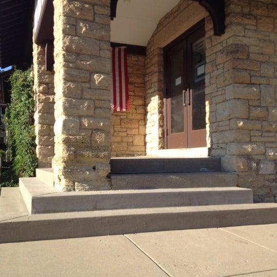Das Foto wurde bei Geneva Public Library District von Katie am 7/8/2012 aufgenommen