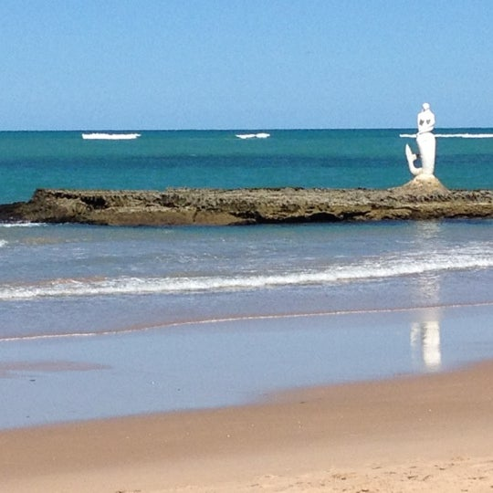 Foto tirada no(a) Praia Mirante da Sereia por Guilherme T. em 4/27/2012