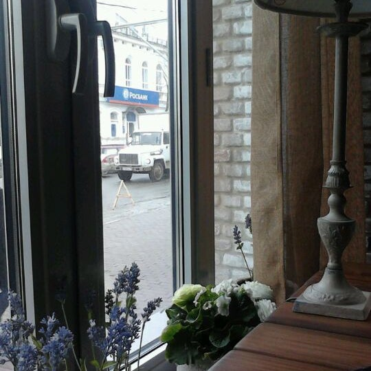 Снимок сделан в Cafeletto пользователем Mari G. 4/6/2012