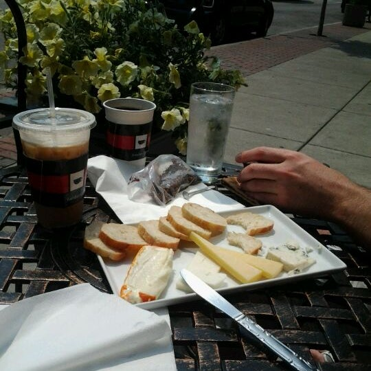 Photo taken at 1215 Wine Bar & Coffee Lab by Gracia G. on 5/21/2012