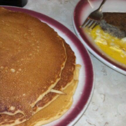 Photo taken at Tastee Diner by Joe N. on 8/13/2012